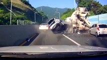 Conducteurs idiots...  compilation des pires scènes sur la route !