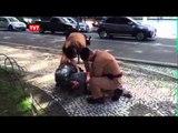 Policiais de Curitiba fazem abordagem violenta a morador de rua