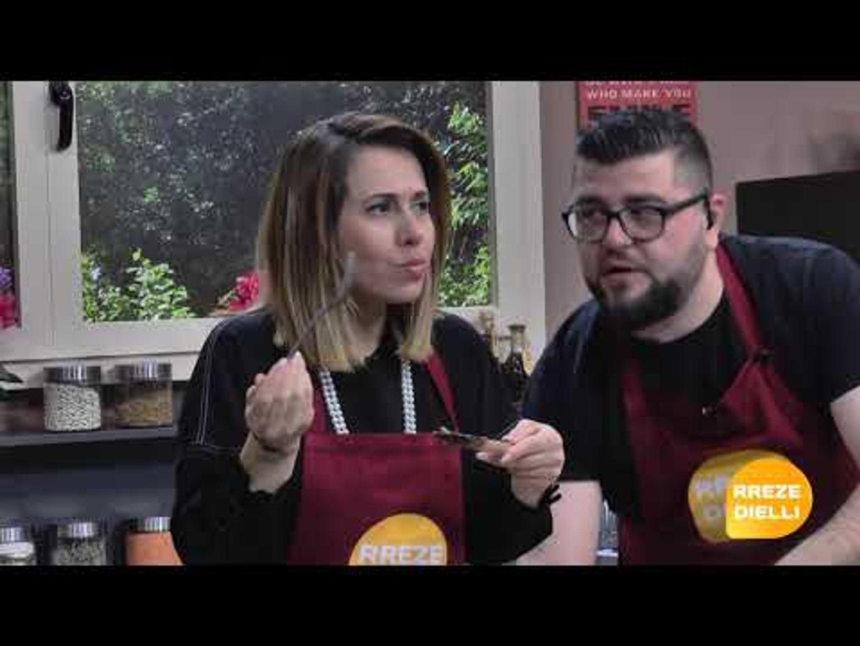 Te gatuajme me Zonjen Tefta Pjesa 2 Spaghetti me domate te thara dhe pule, Sallate me mashurka