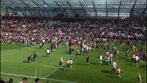 Le FCG remonte en Top 14 : les supporters envahissent la pelouse du Stade des Alpes pour fêter ça !