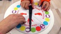 JEU - TWISTER ! Le jeu d'équilibre et d'adresse trop fun à jouer en famille - Démo Jouets