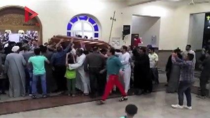 بالزغاريد.. أهالي «العور» بالمنيا يحملون رفات شهدائهم في ليبيا إلى الكنيسة