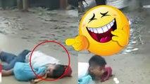 Bocah pura-pura mati di tengah tawuran, video lucu! - TomoNews