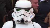 Star Wars a Cannes, Stormtroopers e Chewbecca sul red carpet