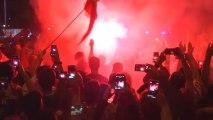 Los campeones llegan a Madrid de madrugada con la copa en alto