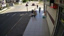 Diyarbakır'da Trafik Kazası Güvenlik Kamerasına Yansıdı