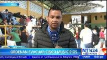 Familias evacuadas en Colombia por posible creciente del río Cauca llegan a albergues