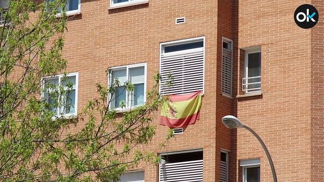 Los vecinos de San Blas se preparan con banderas españolas para recibir a los independentistas