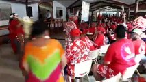 Election du président de la Polynésie : chants et danses à l'extérieur de l'hémicycle