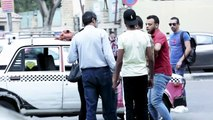 الصدمة.. سائق تاكسي جشع يحاول استغلال سيدة.. شاهد رد فعل المصريين