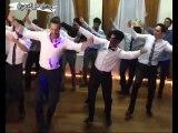 Uruguay'da bir düğün. Gelin İlayda.. Damat Uruguaylı Carlos. Düğünde damat ve arkadaşları Erik...