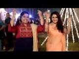 Madhuri Dixit And Renuka Shahane Recreates 'Hum Aapke Hain Koun' Moment | Bollywood Buzz