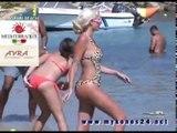 Τζούλια Αλεξανδράτου στην παραλία της Μύκονο | Julia Alexandratou at the beach in Mykonos