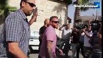 فلسطينيون يرشقون وفدا امريكيا بالحجارة بالقرب من بيت لحم....
