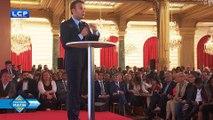 """Emmanuel Macron ferme la porte à tout """"plan banlieues"""""""