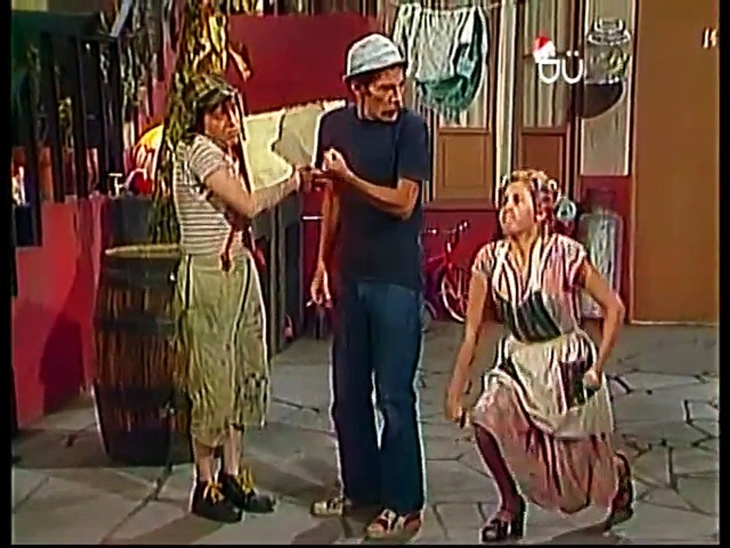 El Chavo - Barriendo el patio - 1976 - video Dailymotion