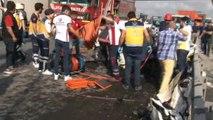 Eski Edirne asfaltı Arnavutköy - Habipler yolunda bir otomobil, belediyeye ait yol temizlik aracına çarptı. Kazada otomobilde bulunan 3 kişi hayatını kaybetti. Olay yerine çok sayıda sağlık ekibi, itfaiye ve polis ekipleri sevk edildi.