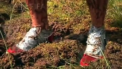 Is soccer a dirty game? Russian soccer lovers show that this 'beautiful game' is suitable for any terrain as they play swamp soccer in knee-deep mud. Video: VCG