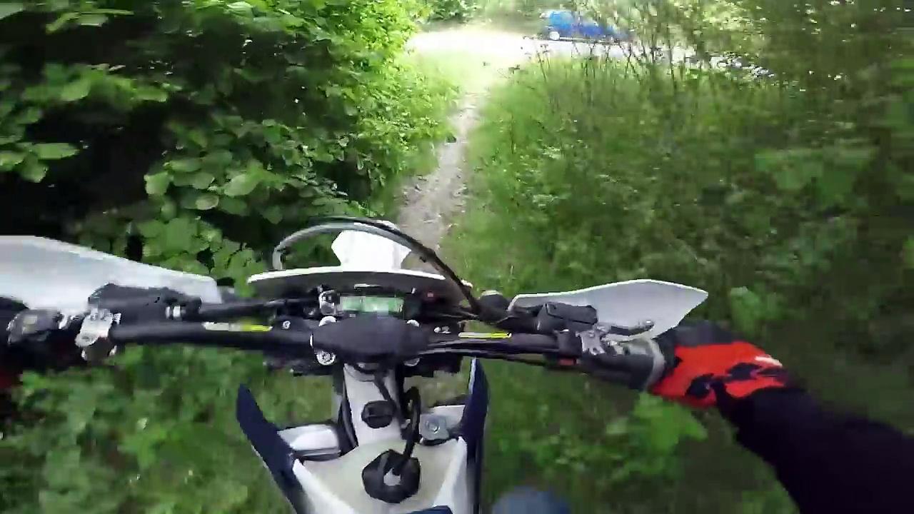 Husqvarna TE300i Probefahrt | Gelände + Wheelies