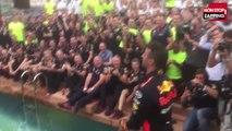 F1 - Grand Prix de Monaco : Daniel Ricciardo se jette dans l'eau pour fêter sa victoire (Vidéo)