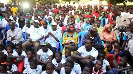 Vidéo: Sédhiou a pleuré la défaite de Sadio Mané qui avait offert 300 maillot à son village