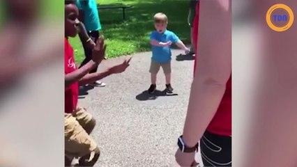 Cet enfant danse comme un pro