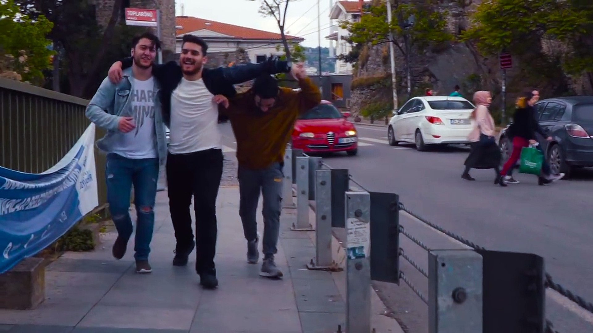 ikikardesh feat. Koray Albayrak - Yine Yine (Official Music Video)