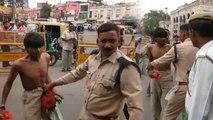 हजरंतगंज में पुलिसवाले ने रिक्शावाले को बाल खींच कर लात-घूसों से पीटा