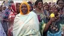 Les femmes de la Plateforme syndicale chantent pour nos dirigeants La femme est la mère de Deby, La femme est la sœur de Deby, Elle est la femme de Deby, D