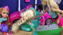 CAR WASH ! Elsa and Anna toddlers wash their drawings - Barbie - splash