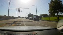 ABD'de bir uçak ana caddeye acil iniş yaptı