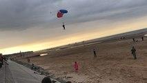 Onze parachutistes atterrissent à Omaha Beach