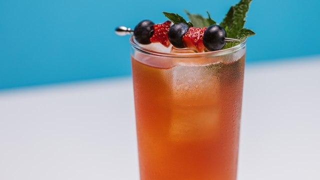 Bourbon Strawberry Iced Tea Cocktail Recipe - Liquor.com