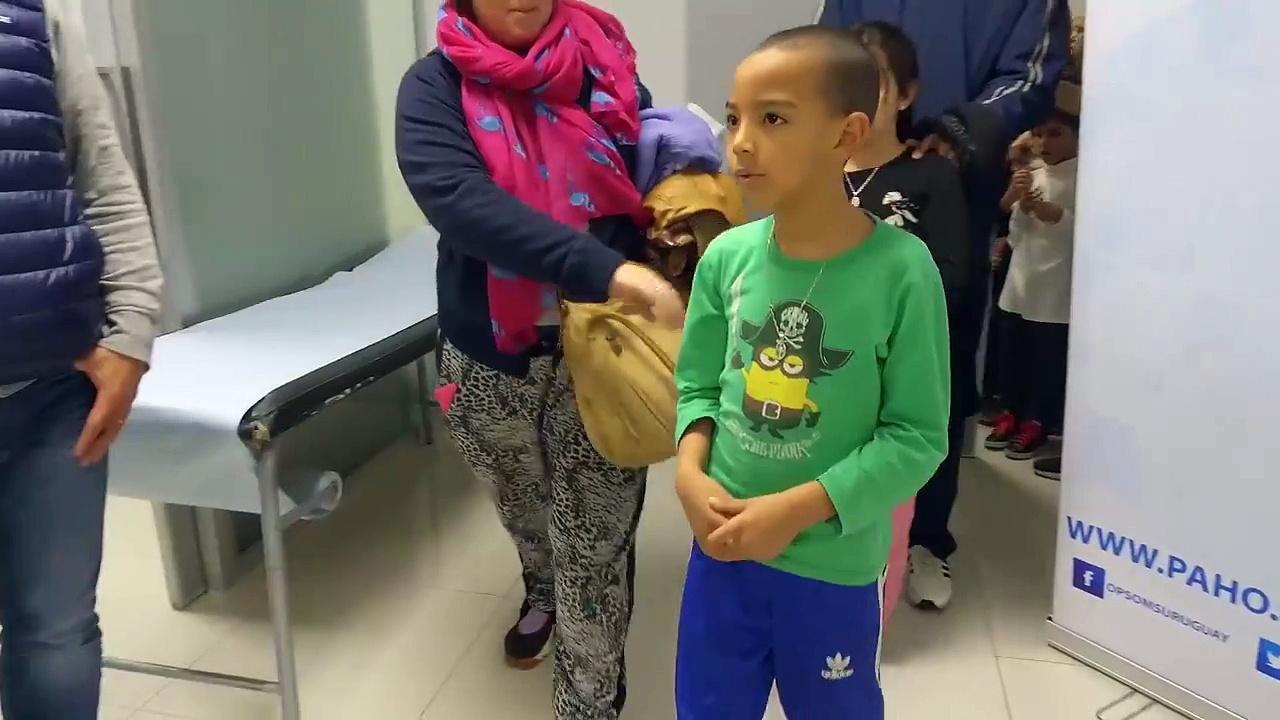 Ayer participé de una linda cámara sorpresa con niñas y niños que se estaban vacunando en el Hospital Pereira Rossell con los amigos de OPS/OMS Uruguay- PAHO/WH