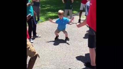 Un gamin de CM1 enflamme sa cour de récré en tapant une petite danse trop stylée