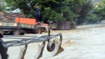 Taşköprü ilçesinde sağanak yağış nedeniyle mahalleyi su bastı