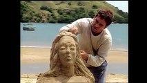 Ele faz verdadeiras obras de arte usando apenas areia! Tonho da Lua é um artista que busca sempre seu melhor e nutri uma amizade por Ruth. Aonde essa amizade o