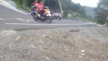 Por andar a toda velocidad unos motociclistas terminaron estrellándose