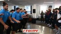 Les Bleus face au Haka des élèves de Otahuhu - Rugby - Bleus