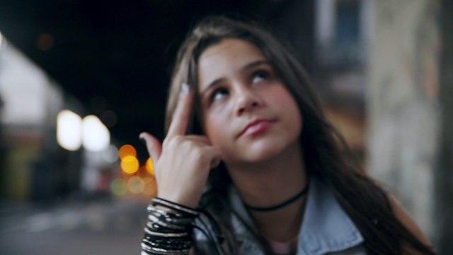 Valentina Francisco - Coração Vermelho