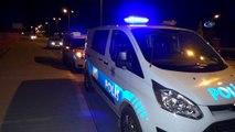Hafif ticari araç trafik lambasının direğine çarptı: 3 yaralı