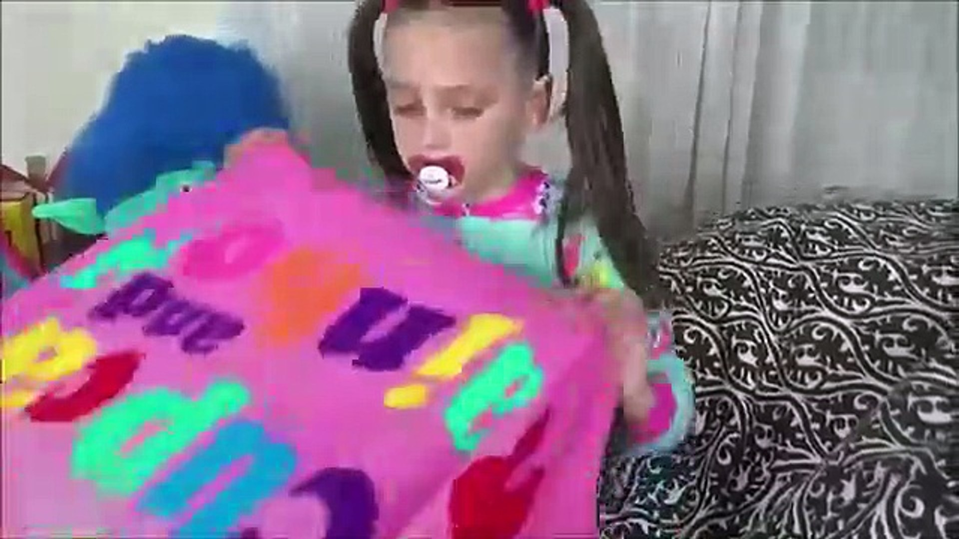 Annabelle Copies Victoria & Freak Daddy Pranks Toy Freaks Family Hidden Egg (2)