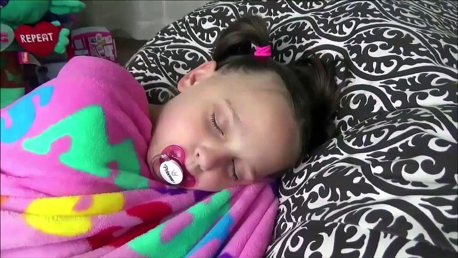 Annabelle Copies Victoria & Freak Daddy Pranks Toy Freaks Family Hidden Egg