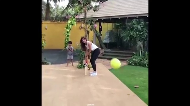 Shilpa_Shetty_Playing_Cricket_With_Son_Viaan_at_Home