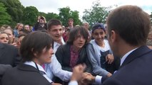 """""""Tu m'appelles monsieur le président ou Monsieur..."""" Emmanuel Macron recadre un adolescent qui l'avait appelé """"Manu"""""""