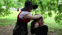 Poney Play, un concours hippique avec des humains déguisés e