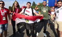 Suporter Rusia dan Mesir Akrab di Luar Lapangan
