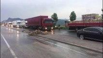 Afyonkarahisar karayolu sağanak nedeniyle ulaşıma kapandı (2) - DENİZLİ