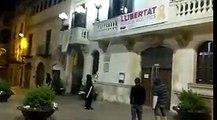 Retiran pancartas independentistas en el Ayuntamiento de Villafranca del Penedés