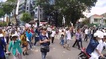 [ Biểu tình phản đối cho Trung Quốc thuê đặc khu ] Sài Gòn sáng ngày 10/06/2018 - 57: Ngã tư Hai Bà Trưng và Trần Cao Vân, Quận 1: Vĩ tuyến hàng rào...